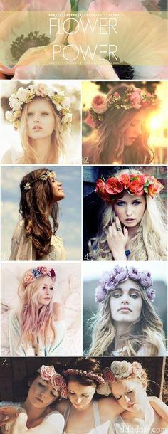 Coroa de flores? Sim, sim, sim! A gente ama esse ar delicado e colorido que o acessório dá ao look. #flowers #hair  #boho