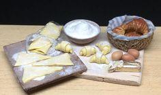 Guarda questo articolo nel mio negozio Etsy https://www.etsy.com/it/listing/523960216/croissants-preparing-board-112-scale