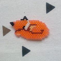 La petite création en perles de @coeur__citron de mon renard qui dort  ! Juste trop mignon il fallait que je vous le partage !! Douce nuit ❤️ demain c'est vendrediiii #fox #foxy #renard #creation #perle #tissage #sleep #cute #handmade #homemade #perleaddict