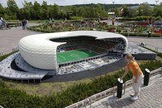 Allianz Arena em Munique. Todo feito com Lego. ;-)