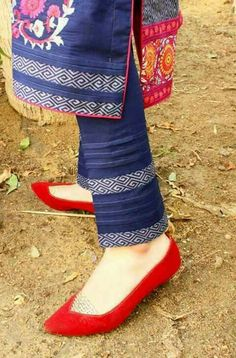 Awesome Dps' and lovly style Sleeves Designs For Dresses, Dress Neck Designs, Stylish Dress Designs, Salwar Designs, Kurti Designs Party Wear, Kurta Designs Women, Pakistani Fashion Casual, Pakistani Dress Design, Salwar Pants