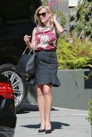 Reese Witherspoon - Sleeveless shirt and gored skirt