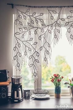 beautiful macrame curtain . diy instructions not in English but translatable
