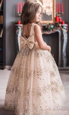 Sparkling Sequined Champagne Flower Girl Dress with Bow 2019 Auto Reparatur Gowns For Girls, Dresses Kids Girl, Tulle Ball Gown, Ball Gowns, Classy Evening Gowns, Cute Flower Girl Dresses, Champagne Flower Girl Dresses, Best Formal Dresses, Kids Gown