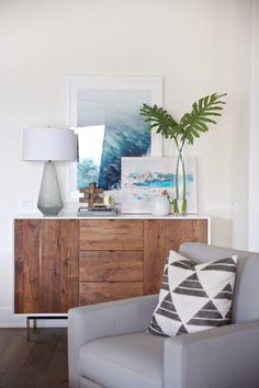 Modern Meets Coastal Living Room Design by Studio McGee by tiffany Coastal Living Rooms, Home Decor Bedroom, Interior Design Living Room, Living Room Designs, Living Room Decor, Coastal Cottage, Interior Paint, Coastal Farmhouse, Coastal Homes