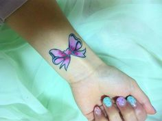 pastelchainsaw:    gorogoroiu:    omfg this is exactly what I want.    I've always wanted some sort of wrist tattoo(s)  Bows were a big thing for awhile and they still sound pretty snazzy.