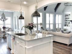 Kitchen with Superwhite Quartzite countertop #SuperwhiteQuartzite #SuperwhiteQuartziteCountertop
