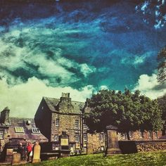 Today turned out to be a gorgeous day for a lie down in the sun in the middle of Grayfriers Bobby Graveyard. #mexturesapp #mextures #jj_nature #skyporn #blueskies #summeriscoming #Edinburgh #grassmarket #green #trees #lovelyday #bold #touserv #chasingessence