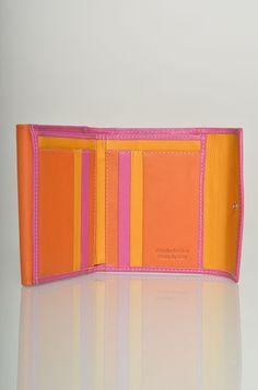 Portafoglio piccolo in pelle bicolore e con doppia patta e tasche porta carte ( altezza 9 cm, larghezza 11 cm, profondità 2 cm ).