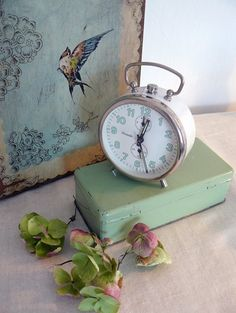 Love the pale mint green lettering on this classic alarm clock. Vintage Shabby Chic, Vintage Love, Vintage Pink, Vintage Stuff, Old Clocks, Antique Clocks, Alarm Clocks, Vintage Clocks, Cozy Cottage