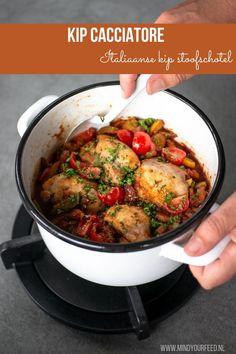 Kip Cacciatore met paprika en tomaat I Love Food, Good Food, Yummy Food, Cacciatore, Food Plating, No Cook Meals, Italian Recipes, Chicken Recipes, Food Porn