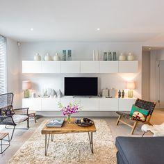 Cedar House : Muebles de televisión y dispositivos electrónicos de Etc Urban