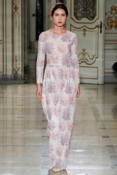 See all the Collection photos from Luisa Beccaria Spring/Summer 2016 Ready-To-Wear now on British Vogue Fashion Week, Spring Fashion, Fashion Show, Fashion Design, Women's Fashion, Modern Fashion, Milan Fashion, Fashion Trends, Luisa Beccaria