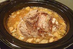 Pork knuckle with sauerkraut for the slow cooker by BratenSepp Slow Cooker Desserts, Slow Cooker Recipes, Crockpot Recipes, Slow Cooker Huhn, Slow Cooker Roast, Slow Cooker Chicken, Slow Cooking, Chefs, Pork And Sauerkraut Recipe