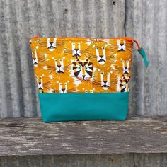 "4 Likes, 2 Comments - Hannah Bacon (@wiley.the.cat) on Instagram: ""New boxed corner makeup bag🐯 #sewing #sew #sewin #bag #canvas #handmade #wileythecat #fabric…"""