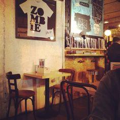 #ZombieBar en la Calle Pez 7 (Madrid) - Bar para tomar algo o comer muy recomendable en Malasaña