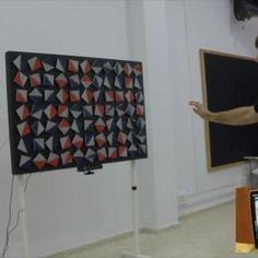 Usando Xbox Kinect . #carlopenzo #art #arte #artecinetico #kinectart #arteinteractivo #interactiveArt #motionsensor #desorder #kinectxbox  #movimientoaleatorio #aleatoriedad #arduino #adafruit #color #rojo #azul #motores