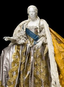 """""""To celebrate the tercentenary of the Palace of Catherine the Great, Isabelle de Borchgrave was invited to make a sumptuous gown in paper, babased on a gown that was once worn by the Empress Elisabeth Petrovna."""" from Isabelle de Borchgrave's site"""