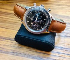 Omega Speedmaster on a tan leather Omega strap. G Shock Watches, Watches For Men, Wrist Watches, Burberry Men, Gucci Men, Omega Speedmaster Watch, Omega Seamaster, Hublot Watches, Men's Watches