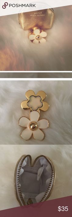 Marc Jacobs Daisy ring w/perfume and bag Marc Jacobs Daisy ring w/perfume and bag Marc Jacobs Makeup