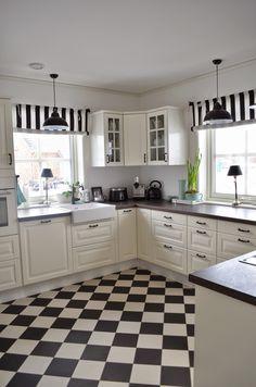 Insight into our kitchen and a DIY for blinds (Deko-Hus) - Küche - Vorhang Ikea Kitchen, Kitchen Decor, Kitchen Cabinets, Rideaux Shabby Chic, Cocina Diy, Küchen Design, Design Ideas, Diy House Projects, Roller Blinds