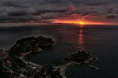 Sunrise in Taormina - Alba a #Taormina -Baia dell'Isola Bella - ph. Jakomin Andrea #visitsicily #yummysicily #coloursofsicily