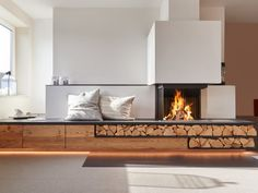 Fireplace and wood stove: 15 solutions to keep your logs # to # . - Fireplace and wood stove: 15 solutions to keep your logs # to Fireplace - Fireplace Built Ins, Fireplace Hearth, Home Fireplace, Modern Fireplace, Fireplace Design, Fireplaces, Living Room Accents, Living Room Modern, Home Living Room