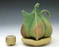 Porzellan-Pod Teekanne, geschnitzt, meliert Earthtone, glatt, grün mit Tan Kissen & Tee Schale