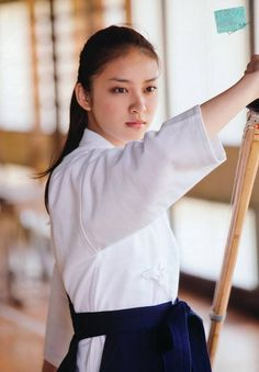 "Emi Takei playing ""nagi-nata"" a japanese traditional budo. Cute Japanese, Japanese Beauty, Japanese Kimono, Japanese Girl, Asian Beauty, Aikido, Geisha, Emi Takei, Inuyasha Cosplay"