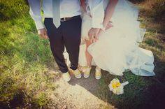 Un matrimonio a tema viaggi e una sposa in Converse: Sara e Matteo