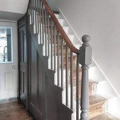 34 ideas for wooden stairs white painted staircases Painted Banister, Stair Banister, Painted Staircases, Dark Staircase, Staircase Diy, Banister Ideas, Staircase Landing, Stair Treads, Stairway