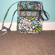 Vera Bradley Island blooms mini hipster crossbody. Only been used a couple of times looks brand new. Vera Bradley Bags Crossbody Bags
