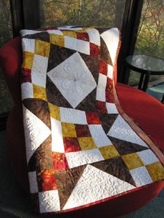 What a gorgeous quilt!  This project is brought to us by Stephanie Forsyth of The Fiber Nation and incorporates flashes of rich color with its solid geometric design.  Stephanie\'s tutorial and pattern are excellent and contain several useful tips.  Enjoy! http://www.freequiltpatterns.info/free-pattern---holiday-splendor-quilt-by-stephanie.htm
