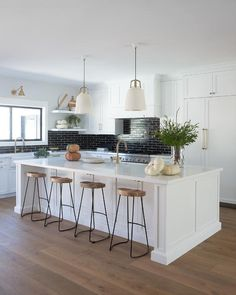 Jaimee Rose Interiors - White kitchen with a white center island and black staggered backsplash tiles. White Shaker Kitchen Cabinets, White Kitchen Backsplash, Backsplash Ideas, Black Cabinets, Grey Kitchens, Home Kitchens, New Kitchen, Kitchen Decor, Kitchen Ideas