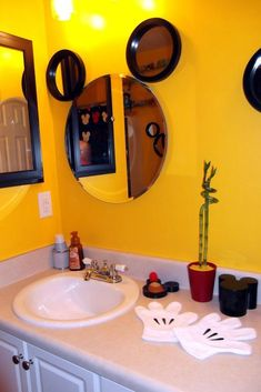 7 awesome disney bathroom decor images mickey mouse bathroom rh pinterest com