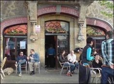 Shabby little café, perfect to feel like a local! Bilbao, Outdoor Cafe, Outdoor Decor, Like A Local, Street View, Travel, Tapas, Shabby, Bar