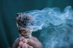 The smudging ceremony has been a sacred ritual for the Naive American and for many other tribal peoples for thousands of years. it is a ritual of cleansing and purification for the physical and spiritual bodies. Energie Positive, Removing Negative Energy, Mental Training, Smudge Sticks, Clean House, Ancient Art, Just In Case, Techno, Burns