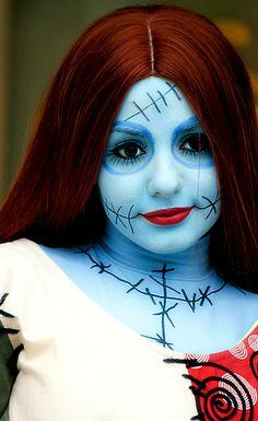 crayon maquillage noir: http://www.feezia.com/univers/accessoires-de-fete/maquillage-1/crayon-maquillage-noir-3-gr.html  maquillage bleu: http://www.feezia.com/univers/accessoires-de-fete/maquillage-1/tube-fard-bleu.html