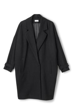 The Cell Coat is a single-breasted coat with a one-button closure and a detachable belt in waist. Made from a soft wool-mix, this coat has a round shape with a loose fit, belted cuffs and two slanted pockets in front. - Size Small measure 140 cm in chest circumference and 97 cm in length. The sleeve length is 42,50 cm.