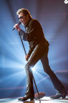 Exclusif - Le rockeur Johnny Hallyday en concert à l'Arena à Genève. Le 3…