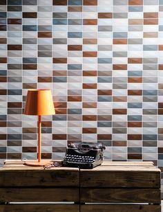 Repleto de cores e tons, o Mos Aresta Brown é um mosaico geométrico repleto de charme e elegância. Sua cartela de cores sóbrias resgata o espirito clássico dos ambientes sem esquecer o toque contemporâneo. Perfeita união entre passado e presente! ♥  #portobello_sa #portobellolovers #MosArestaBrown #WallMosaic #revestimento #porcelanato #decor #decoraçao #design #inovador #walldressing