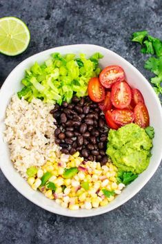 burrito bowl recipe with homemade fresh corn salsa and guacamole. Better than chipotle and so fresh and delicious!Vegan burrito bowl recipe with homemade fresh corn salsa and guacamole. Better than chipotle and so fresh and delicious! Vegetarian Mexican Recipes, Vegetarian Burrito, Vegan Burrito Bowls, Best Vegan Recipes, Healthy Recipes, Mexican Bowl Recipe, Healthy Mexican Food, Veg Recipes, Dinner Recipes