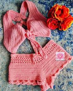The Naomi crop top, crochet bralette in coral Bikinis Crochet, Crochet Bra, Crochet Halter Tops, Crochet Shorts, Crochet Collar, Crochet Crop Top, Crochet Clothes, Crochet Crafts, Crochet Bathing Suits
