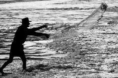Pescador na Praia Vermelha em Garopaba - Santa Catarina