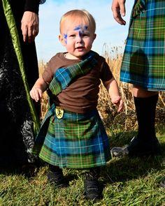Tiny warrior in kilt dressed like Braveheart. Beautiful Children, Beautiful Babies, Sport Kilt, Competitions For Kids, Men In Kilts, Kilt Men, Scottish Tartans, Scottish Kilts, Scottish Clans