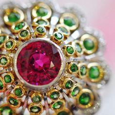 Bezel set babes ✨ Tsavorite Garnet and Ruby ring by Ricardo Basta Fine Jewelry - statement ring #ricardobasta #aotd #garnet