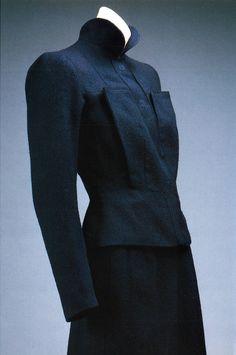 Schiaparelli Navy blue woollen suit, 1938