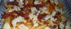Porção de batata com bacon e calabresa