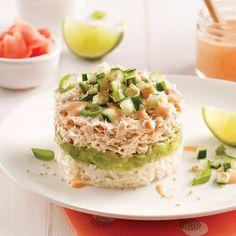 Sushi réinventé, cet étagé de thon inclut tous les éléments de ces populaires rouleaux qui nous font saliver: poisson, riz et avocat assaisonnés à la perfection!