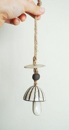 Mini seta campana, campana de cerámica, campana, ornamento del árbol, por el LODO a la VIDA